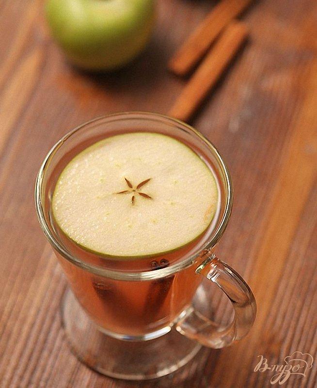 Фото приготовление рецепта: Компот из яблок с корицей шаг №5