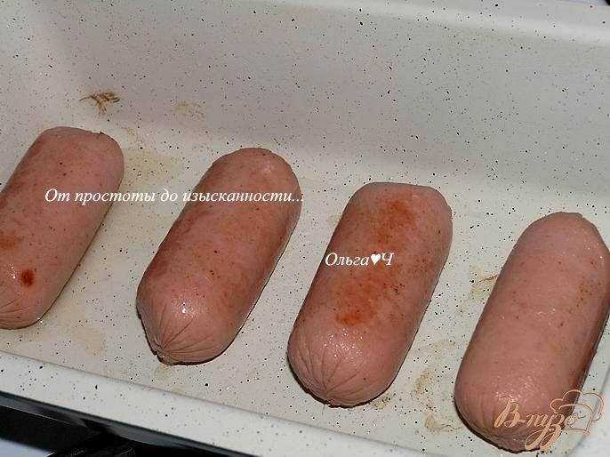 Фото приготовление рецепта: Йоркширский пудинг с сардельками шаг №3