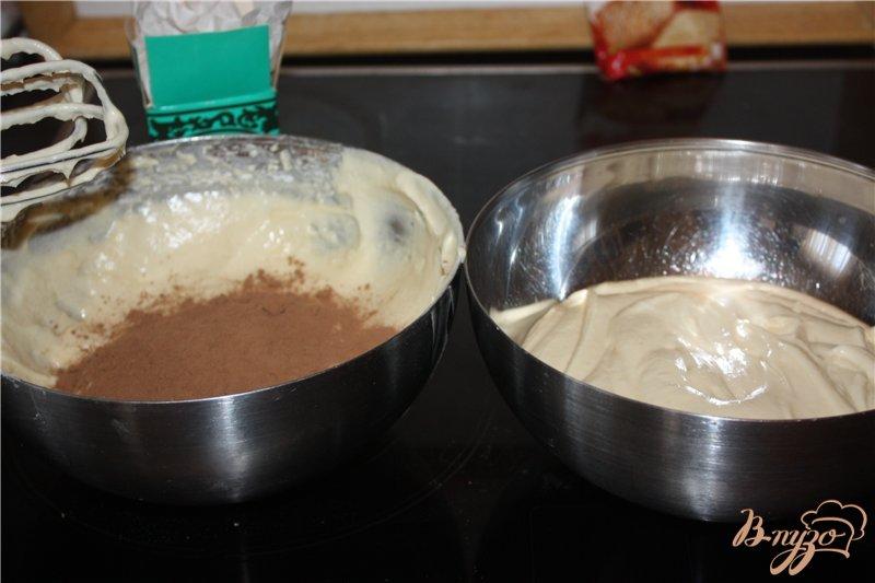 Фото приготовление рецепта: Двухцветный пирог шаг №5