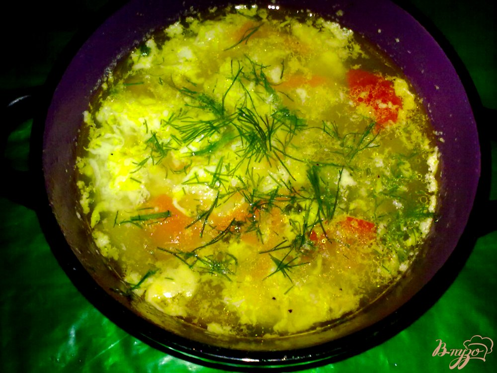 Фото приготовление рецепта: Суп с яйцом шаг №7