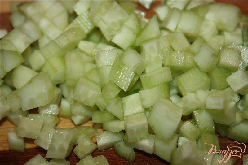 Фото приготовление рецепта: Легкий салат из кальмаров шаг №3