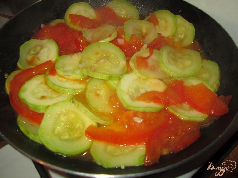 Фото приготовление рецепта: Кабачки с яйцом шаг №3