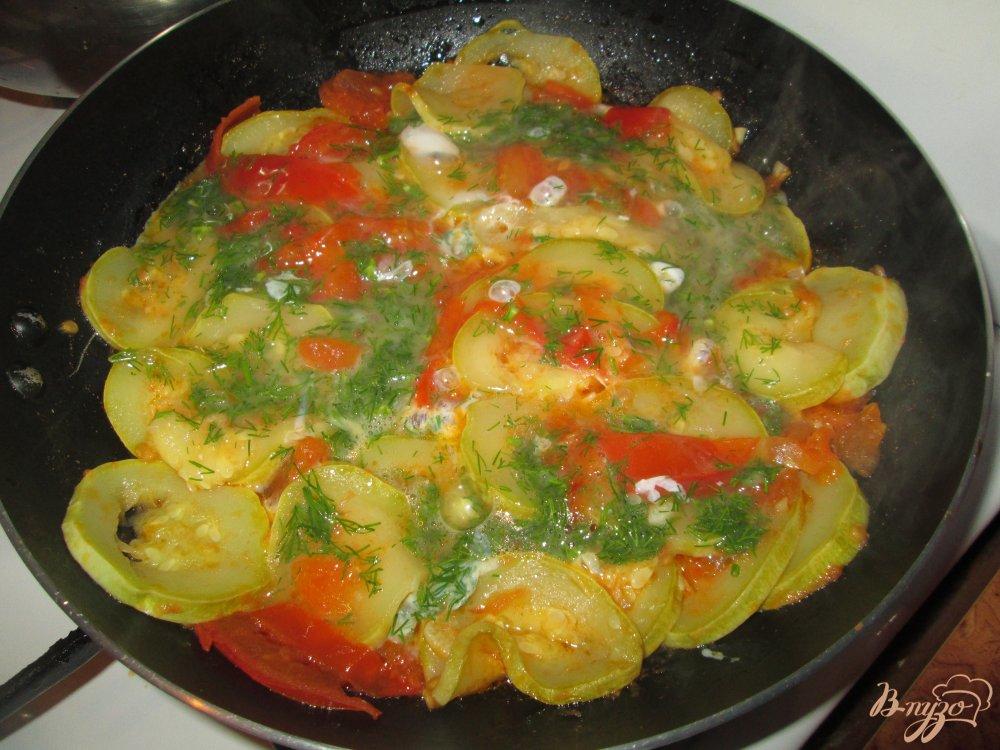 Фото приготовление рецепта: Кабачки с яйцом шаг №6