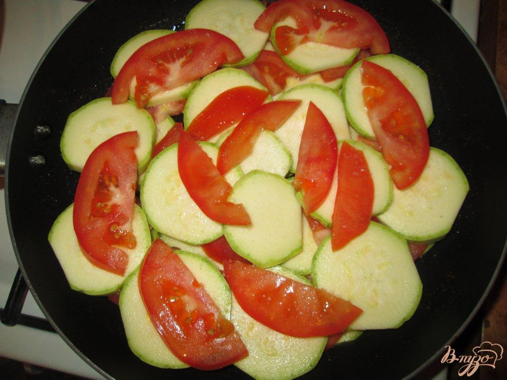 Фото приготовление рецепта: Кабачки с яйцом шаг №2
