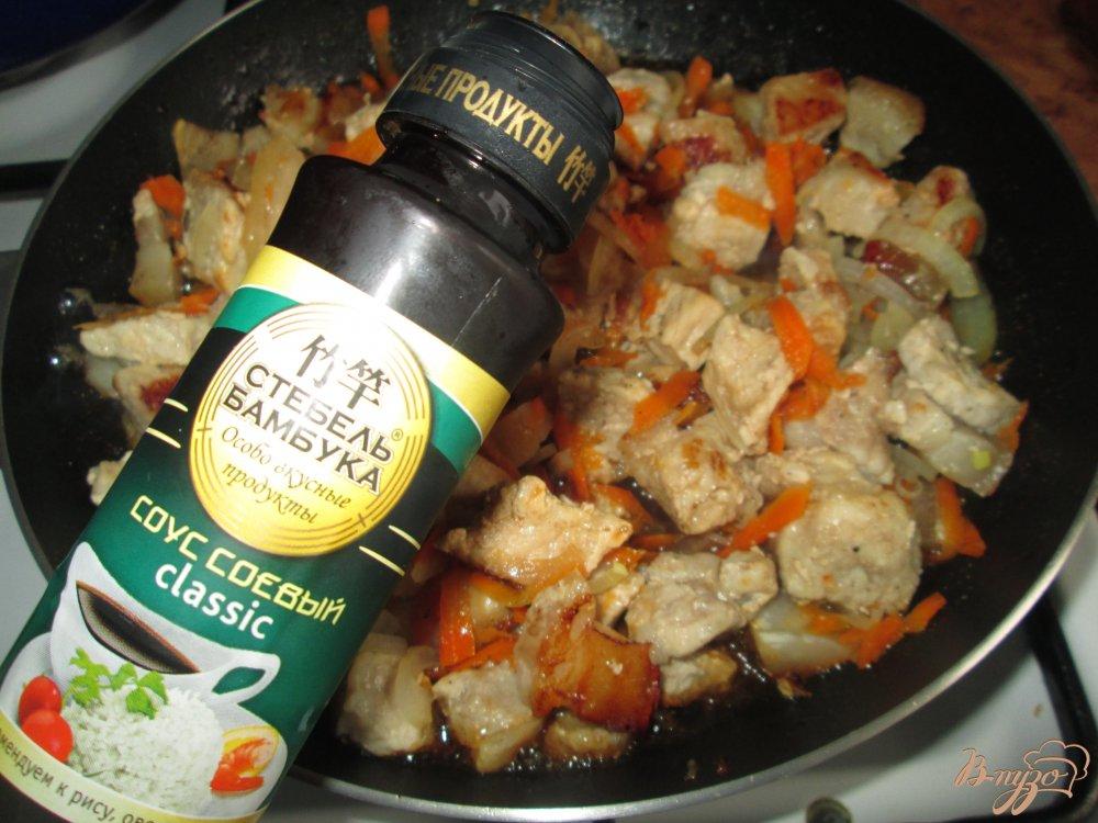 Фото приготовление рецепта: Свинина в соевом соусе по-восточному шаг №4