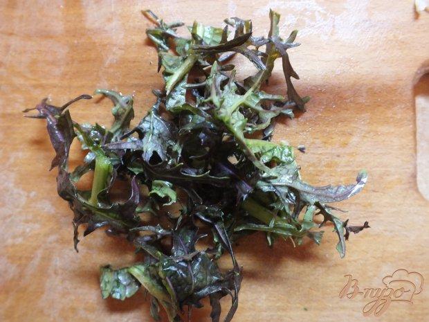 Салат капустный с руколой и гренками