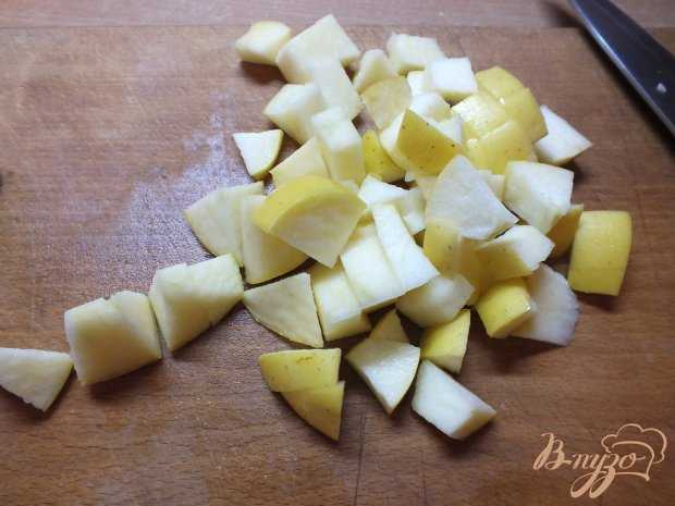 Салат из яблок с мятой под сметано-банановым соусом