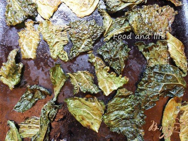 Острые чипсы из листовой капусты