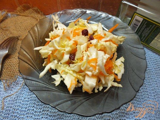 Салат капустный с клюквой