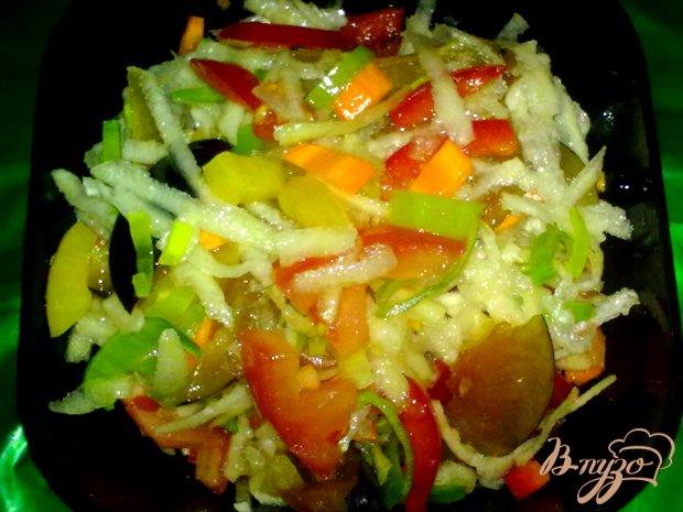 Салат овощной со сливами