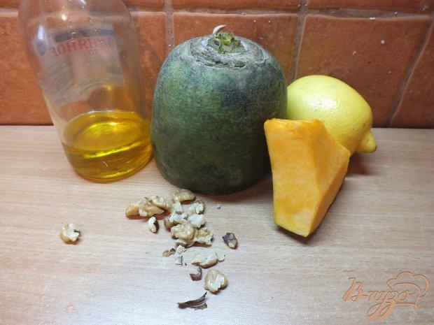 Салат из дайкона с орехами и тыквой