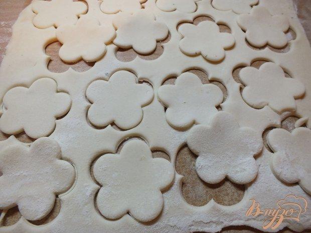 Сахарные слоено-дрожжевый ромашки