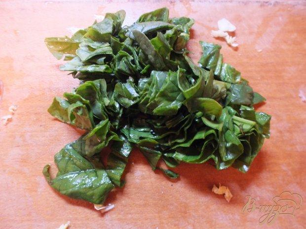 Салат из болгарского перца и листовой зелени с кунжутный маслом
