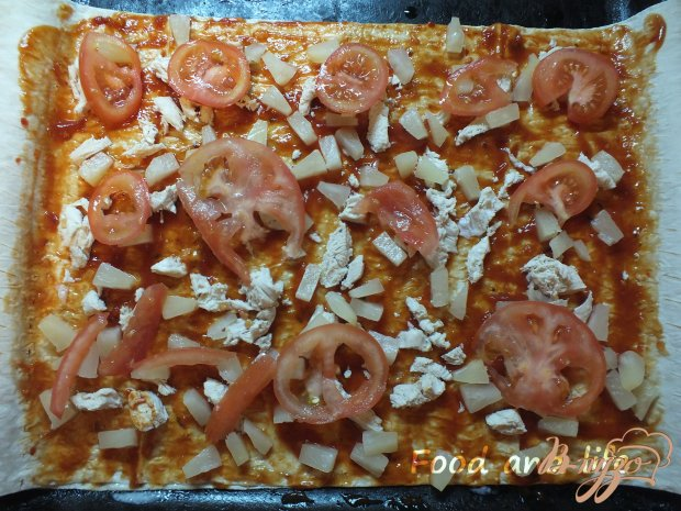 Пицца куриная с болгарским перцем и ананасом