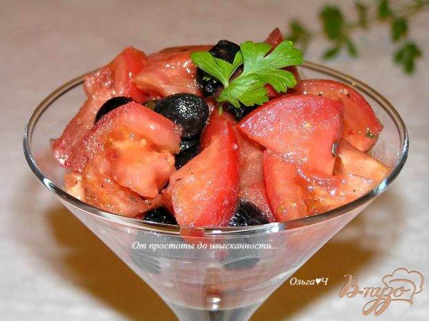 Салат из помидоров с маслинами и кедровым маслом
