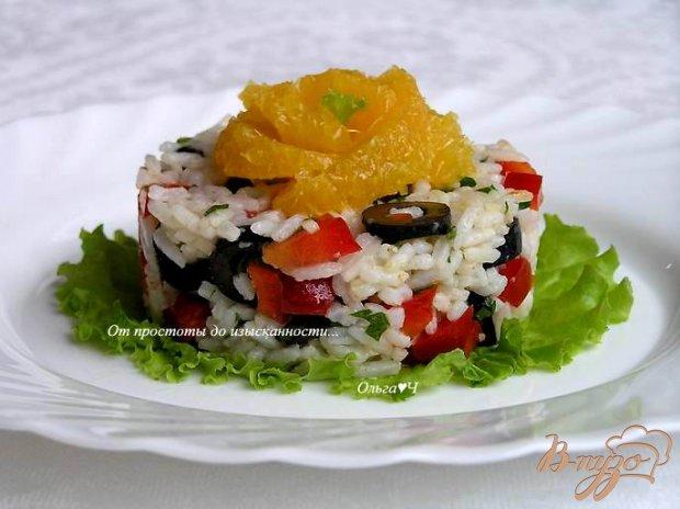 Рисовый салат с маслинами, сладким перцем и апельсином