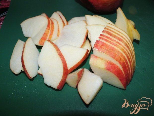 Куриные крылья с карамелизированными яблоками и луком