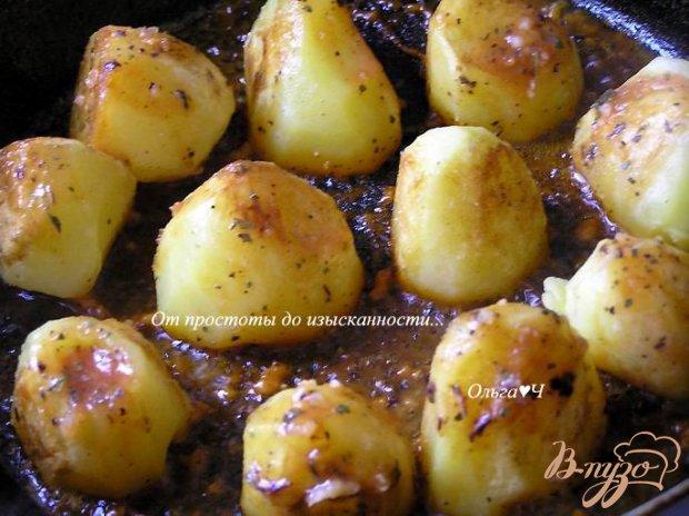Картофель в томатно-соевом соусе с базиликом