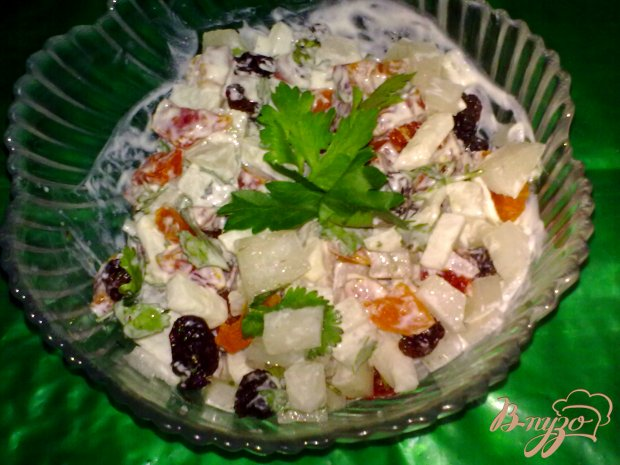 Салат из дайкона с сухофруктами
