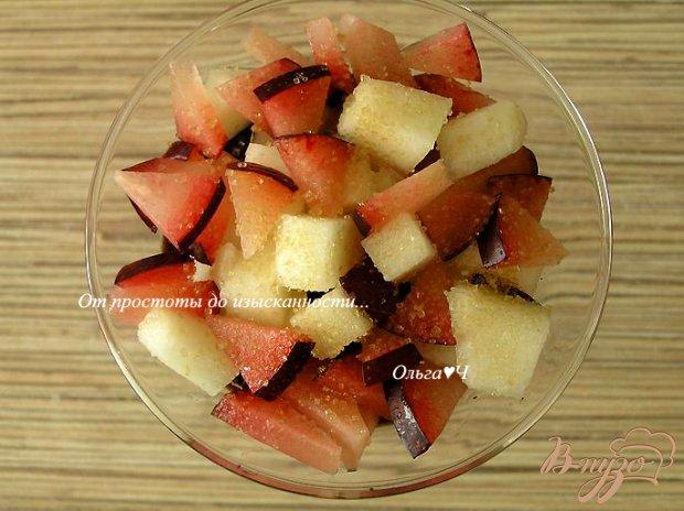 Шоколадный десерт с фруктовым салатом