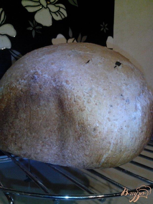 Пшеничный хлеб на закваске с чесноком и зеленью в хлебопечке