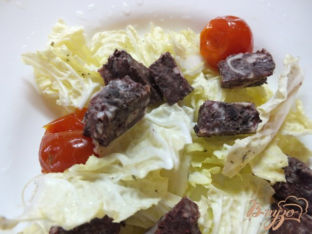 Салат с кровяной колбасой