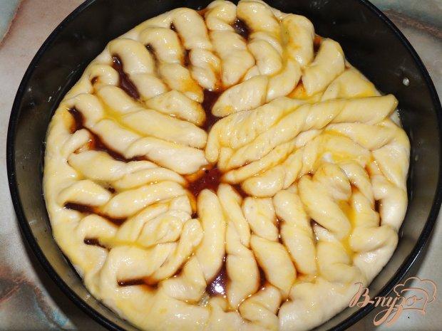 Узорчатый пирог с облепиховым джемом