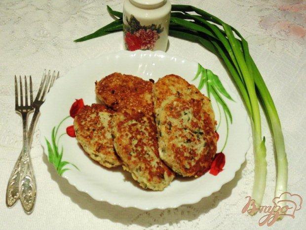 Рыбные котлеты с отварным рисом и сыром