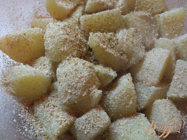 Вареный картофель запеченный в панировочных сухарях
