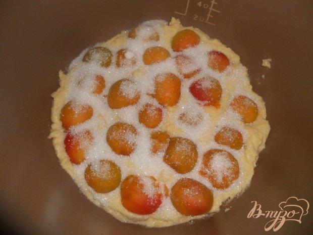 Пирог с консервироваными абрикосами в мультиварке