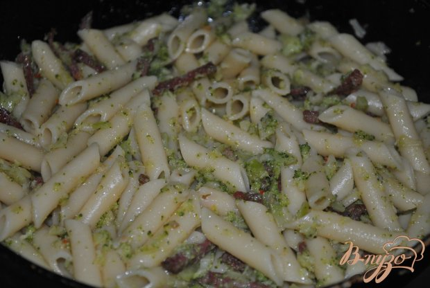 Макароны с брокколи и колбасой