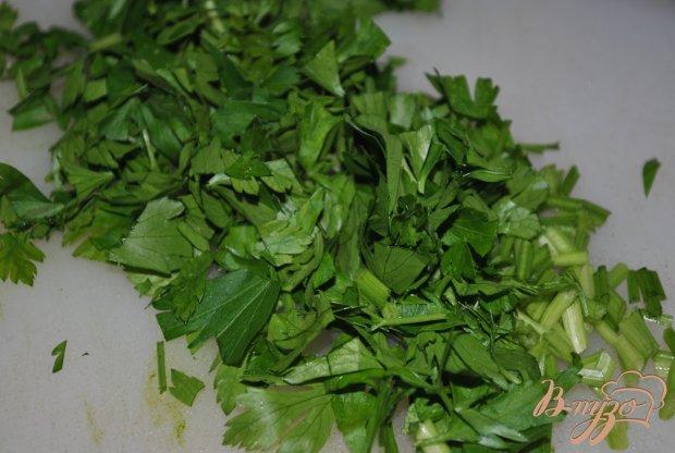 Салат из капусты и зелени