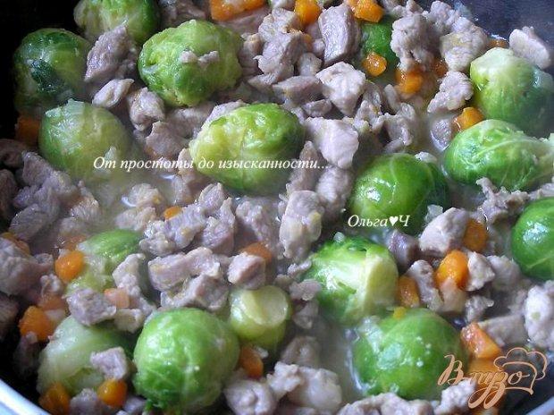 Рагу из индейки с брюссельской капустой