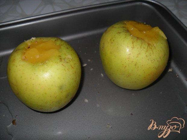 Яблоки, запеченные с медом и орехами