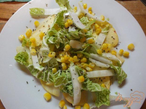 Салат из яблок и пекинской капусты