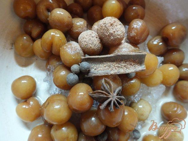 Компот из белой черешни с душистым перцем и пряностями