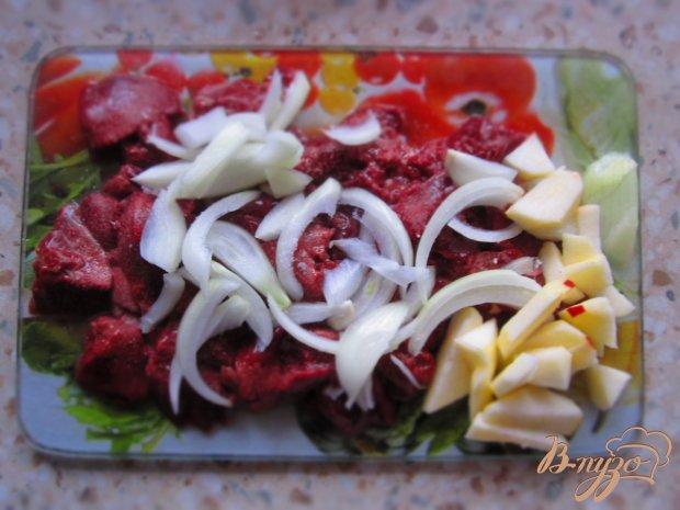 Теплый салат из куриной печени и яблок