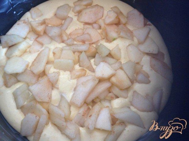 Шарлотка с яблоками и коньяком в мультиварке