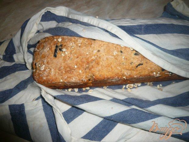 Томатный хлеб с овсяными хлопьями и маслинами