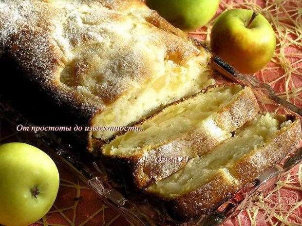 Кекс с яблоками на сгущенке