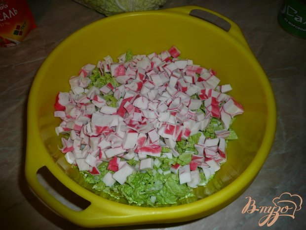 Салат с морской капустой и крабовым мясом