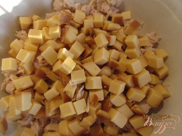 Салат с пекинской капустой и копченым колбасным сыром