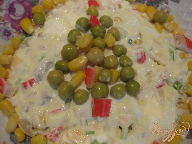 Салат Елочка с крабовыми палочками и кукурузой