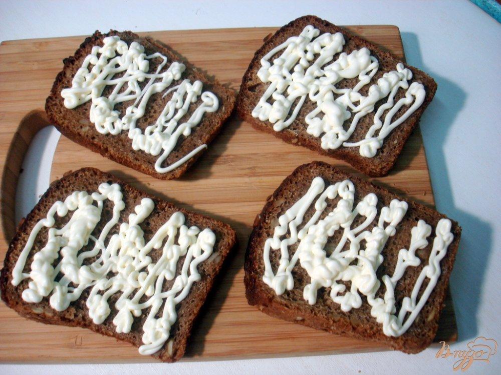 Фото приготовление рецепта: Бутерброды с сельдью шаг №2