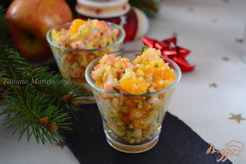 Фото приготовление рецепта: Салат с булгуром, креветками и апельсином шаг №3