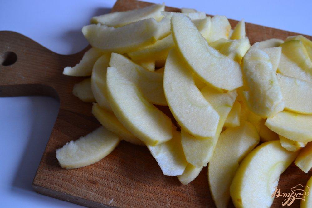 Фото приготовление рецепта: Маковая шарлотка с яблоками шаг №3