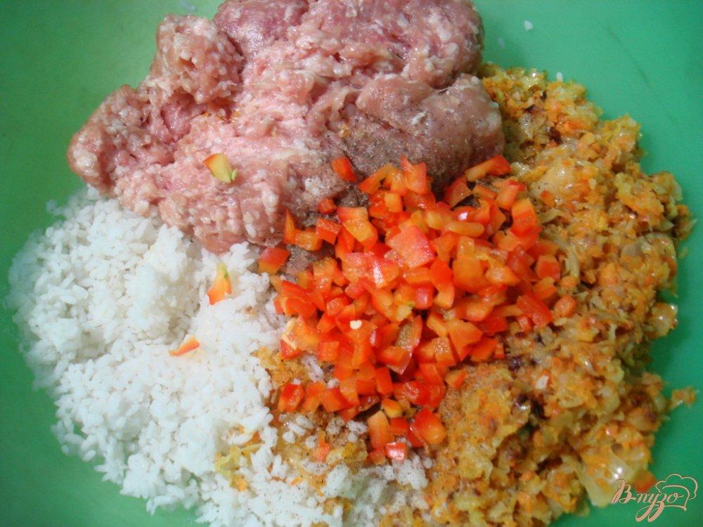 Фото приготовление рецепта: Голубцы с мясом, рисом и овощами шаг №5