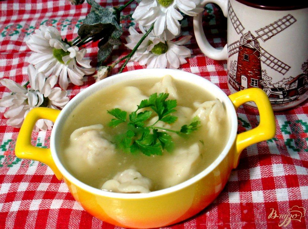 Фото приготовление рецепта: Суп с пельменями шаг №4