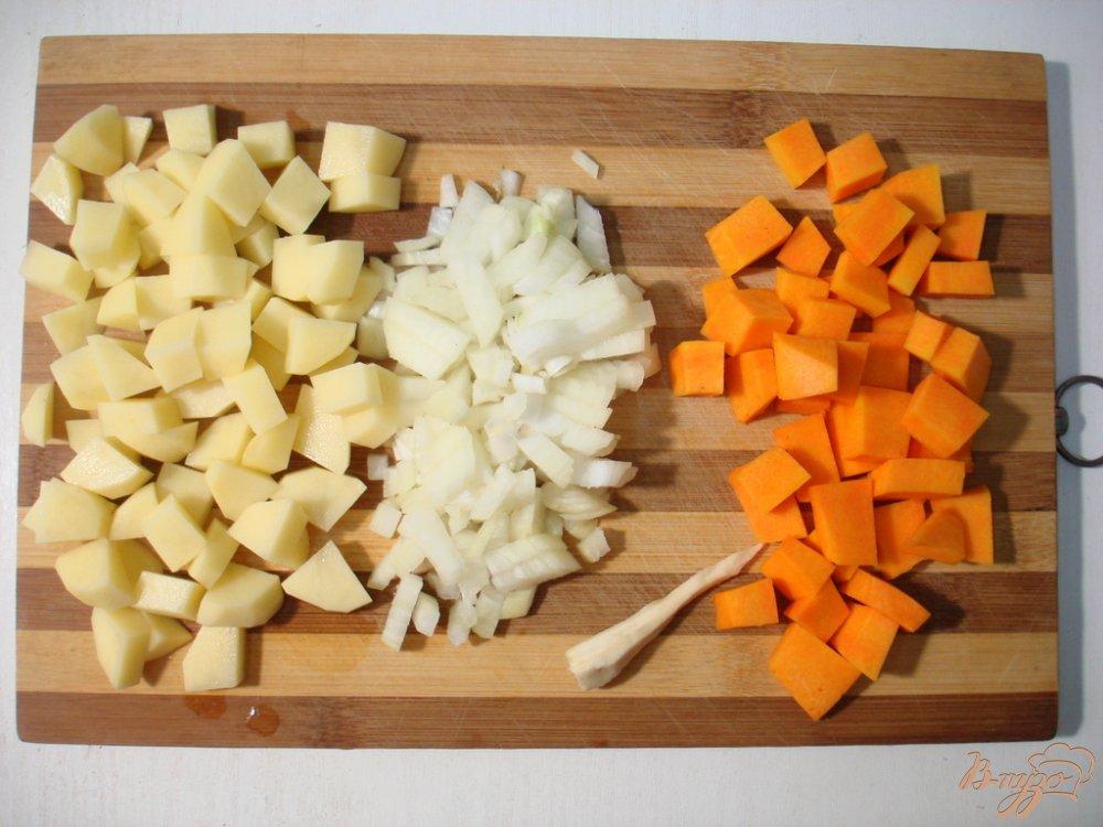 Фото приготовление рецепта: Суп с пельменями шаг №1