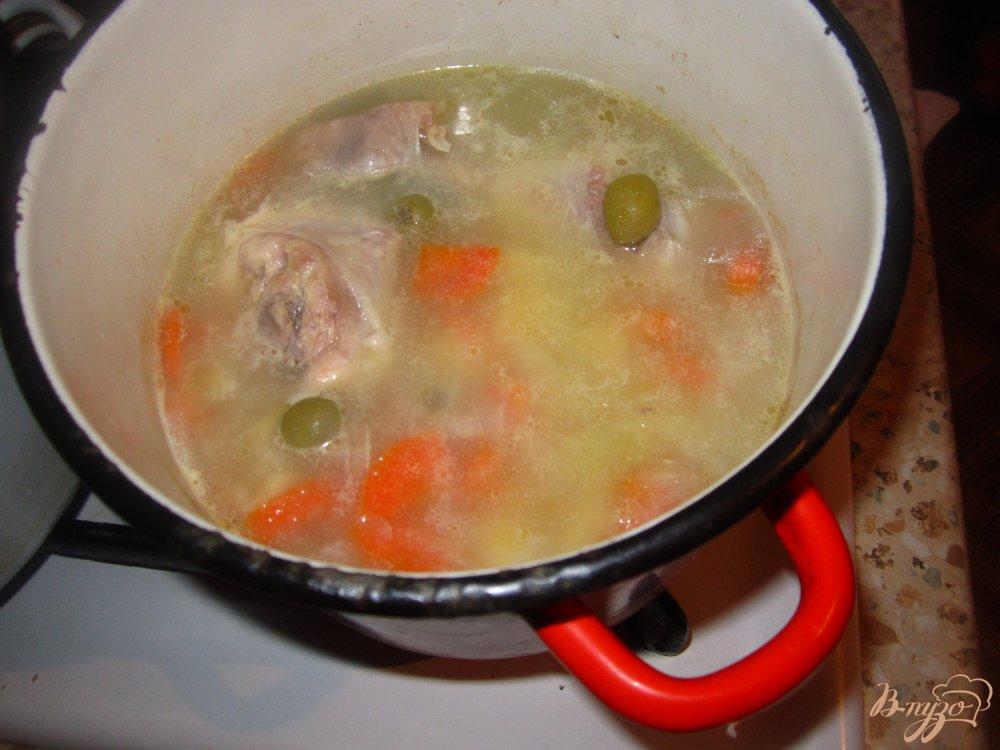 Фото приготовление рецепта: Суп с оливками шаг №4